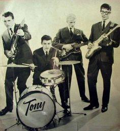 THE SHADOWS Hank Marvin, Sir Cliff Richard, Mark Knopfler, Its A Wonderful Life, Popular Music, Rock Stars, Instrumental, Music Artists, Shadows