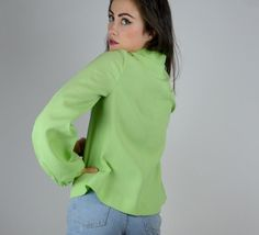 Gorgeous 1970s minty green blouse! Done in a soft and lightweight poly material. Textured quilted material. Pullover style. V neckline with flower print around. Balloon sleeves. Gathered at waist. Unlined.  SIZE: Small - Medium LABEL: -- BRAND: --  Very Good Vintage Condition:  Measurements: Shoulders: 15.5 Bust: 36 Waistband: 36 Length: 21.5 Sleeve: 24 ( wrist to shoulder)  Brook-Lynnes Measurements; bust: 28 waist: 25 hips:32 Height: 5 2  5S16MINT  *Any overpayment exceeding $4 USD will be…
