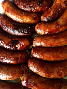 Easy Baked BBQ Sausage Recipe With Italian or Polish Sausages – Melanie Cooks This is the easiest dinner recipe ever! Slather the sausages in barbecue sauce and bake to perfection! Everyone loves these sticky BBQ sausages! Bbq Sausage Recipe, Johnsonville Sausage Recipes, Kilbasa Sausage Recipes, Bake Sausage In Oven, Venison Sausage Recipes, Polish Sausage Recipes, Sausage Recipes For Dinner, Homemade Sausage Recipes, Breakfast Sausage Recipes