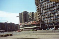 """Berlin,das ehemalige """"Pressecafé"""" am Haus des Verlages(Feb.89)"""