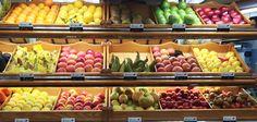 Estas frutas son muy típicos de España, y muchas son de temporada. Por ejemplo fresas, manzanas,  bananas, y naranjas están in muchas casas aquí. Muchas tiendas en el Mercado venden todas de estas frutas.