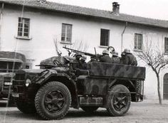 Italian vehicle used by the werhmacht .
