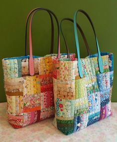 Making my daughter's rainbow bag - Bags - Damenhandtaschen Fabric Tote Bags, Quilted Tote Bags, Patchwork Bags, Diy Bags Patterns, Purse Patterns, Japanese Bag, Rainbow Bag, Diy Handbag, Denim Bag