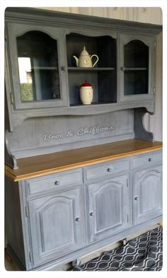 Pitcher and Rags Furniture makeover in the two Sevres Old patina Cute Furniture, Paint Furniture, Rustic Furniture, Furniture Making, Furniture Makeover, Kitchen Dresser, Kitchen Decor, Home Staging, Interior Design Studio