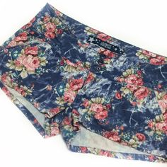 Floral denim shorts Sooo darling it hurts. These denim look floral printed shorts are so stretchy and comfortable. Surprisingly lightweight, too! They are in great condition, minus a few loose threads here and there, and piling on the *inside* which is pictured. They go with so many colors, your options are really open with this one! Size 7 from Celebrity Pink jeans Celebrity Pink Shorts