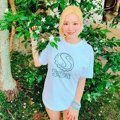 Pop Singers, Dj, T Shirts For Women, Celebrities, Mens Tops, Korean, Fashion, Moda, Celebs