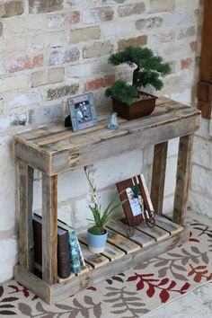 Use Pallet Wood Projects to Create Unique Home Decor Items – Hobby Is My Life Diy Home Decor Rustic, Diy Home Decor On A Budget, Unique Home Decor, Home Decor Items, Upcycled Home Decor, Wooden Pallet Furniture, Rustic Furniture, Wood Pallets, Diy Furniture