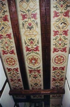 Ceiling Painting, Faux Painting, Ceiling Tiles, Ceiling Design, Wall Design, Cardboard Furniture, Painted Furniture, Painted Beams, Spanish Style Decor