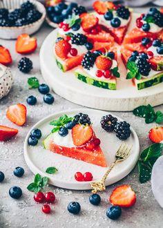 Watermelon Fruit Pizza Watermelon Fruit Pizza, Easy Fruit Pizza, Dairy Free Yogurt, Vegan Yogurt, Summer Dessert Recipes, No Calorie Snacks, Fruit Snacks, Summer Treats, Smoothie Recipes