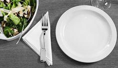 VIVENDO COM DIABETES: 8 DICAS PARA COMER FORA DE CASA.      Comer fora pode ser um desafio enorme, se você tem diabetes. Nem todo nós temos o mesmo plano de refeições ou as mesmas metas nutricionais. Algumas pessoas precisam controlar rigorosamente a quantidade de calorias de acordo com o seu tratamento, enquanto outros, por exemplo, devem controlar o teor de gordura, sal ou fibras, ou todos estes fatores juntos quando se alimentam.