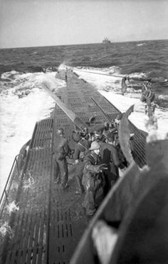Artillerymen from the German U-123 submarine ready to fire