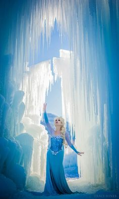 Real-life hipster Ariel has ditched the warm waters of the ocean for an Frozen-inspired Winter wonderland. Traci Hines, whose Little Mermaid wedding tops our Frozen Cosplay, Elsa Cosplay, Disney Princess Cosplay, Disney Cosplay, Princess Photo, Ice Princess, Princess Bubblegum, Little Mermaid Wedding, The Little Mermaid