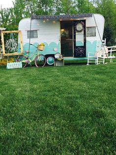 Vintage Camper Trailers For Sale. If you are looking to buy a vintage trailer, RV or tow vehicle you have found the right place! Camper Trailer For Sale, Vintage Campers Trailers, Retro Campers, Cool Campers, Vintage Caravans, Camper Trailers, Diy Caravan, Retro Caravan, Caravan Ideas