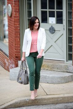 Jo-Lynne Shane in a spring work wear outfit featuring jungle green Gap bi-stretch skinny ankle pants, blush Banana Republic scallop front top, and white Chelsea28 crepe collarless blazer.