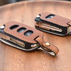 """좋아요 42개, 댓글 4개 - Instagram의 CLACHIC Leather LAB. toshilow(@toshilow_jy)님: """"#leathercraft #handmade #bespoke #saddlestitch #keycase #smartkey #minervabox #alran #volkswagen…"""""""