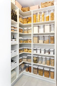 kitchen pantry design walk in / kitchen pantry organization Kitchen Pantry Design, Modern Kitchen Design, Home Decor Kitchen, Kitchen Interior, Home Interior Design, Home Kitchens, Pantry Interior, Kitchen Ideas, Open Kitchen