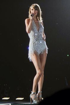 Taylor SWIFT on the 1989 World Tour