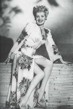 I would LOVE to have this negligee as part of my vintage wardrobe!