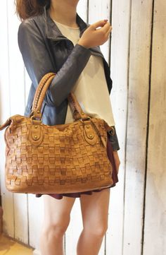 "Handmade woven leather bag ""INTRECCIATO 33"" di LaSellerieLimited su Etsy"