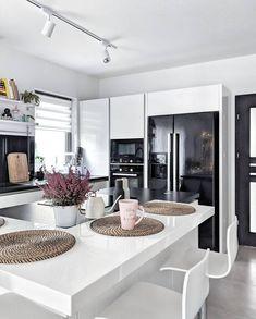 Diy Kitchen Storage, Kitchen Decor, New Kitchen Designs, Küchen Design, House Colors, Interior Design Living Room, Kitchen Remodel, Diy Home Decor, Kitchen Cabinets