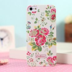 This flower design Cath Kidston iphone 5 case use white for backgroound and several antique penoy, it's an simple but stylish work will make your iphone more adorable.