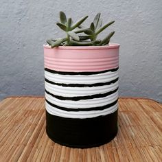 Painted Plant Pots, Painted Flower Pots, Tin Can Crafts, Diy Arts And Crafts, House Plants Decor, Plant Decor, Recycled Planters, Flower Pot Design, Diy Cans