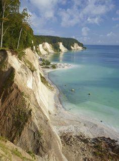 Eine Station auf der Route: Der Nationalpark Jasmund auf Rügen mit den berühmten Kreidefelsen