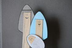 like a pretty petunia: Nativity Popsicle Stick Puppets with printable. For childrens church. can do this for many stories (popsicle stick diy children) Christmas Crafts To Make, Preschool Christmas, Christmas Nativity, Noel Christmas, Christmas Activities, A Christmas Story, Popsicle Stick Christmas Crafts, Nativity Characters, Christian Crafts