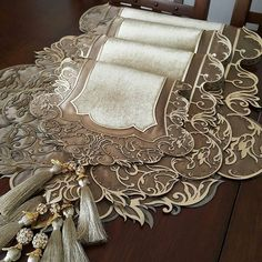 This Pin was discovered by Ban Crazy Quilting, Embroidery Art, Embroidery Designs, Home Crafts, Diy And Crafts, Burlap Table Runners, Linens And Lace, Lace Making, Handmade Christmas