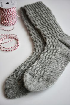 Tiina puikoissa: sukat Knitting Socks, Knit Socks, How To Purl Knit, Boot Cuffs, Diy Projects To Try, Needlework, Knitting Patterns, Diy And Crafts, Knit Crochet