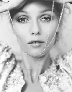 Vanessa Paradis by Ruven Afanador Vanessa Paradis, Beautiful Paris, Beautiful Women, Fashion Models, Fashion Beauty, Jenifer, Johny Depp, French Beauty, French Actress