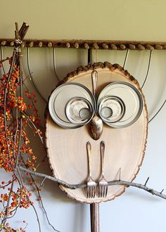 What a hoot! This adorable owl is a super QUICK and EASY DIY wood slice project for fall home decor or any time of the year. A ten minute craft for kids.