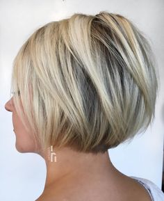 Jaw-Length Layered Blonde Bob ask for long v-cut layers Layered Haircuts For Women, Short Bob Haircuts, Short Hairstyles For Women, Hairstyles Haircuts, Straight Hairstyles, Amazing Hairstyles, Short Hairstyles For Weddings, Conrows Hairstyles, Thick Hair Bob Haircut