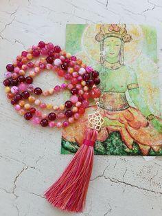 Mala Liebe Kette Diese Kette kann individuell bei uns bestellt werden! Tassel Necklace, Tassels, Beads, Jewelry, Necklaces, Love, Schmuck, Beading, Jewlery