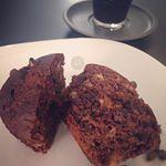 Muffins de banana e chocolate pra comear bem o feriado Sem nada de acar Receita j no blog menusemgluten