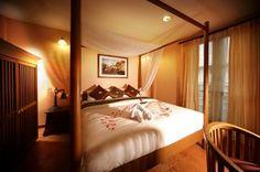 ✔ Giá từ: 586,000 VNĐ _________ ★ Số sao: 4 ___________________ ☚ Vị trí: Ratchadamneon Avenue _ ❖ Tên khách sạn: Siamese Views Lodge __ ∞ Link khách sạn: http://www.ivivu.com/vi/hotels/siamese-views-lodge-W72030/ ∞ Danh sách khách sạn ở Bangkok: http://www.ivivu.com/vi/hotels/chau-a/thai-lan/bangkok-thai-lan/all/7511/