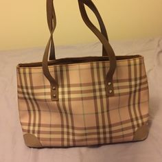 Burberry handbag Burberry handbag in good condition Burberry Bags Shoulder Bags