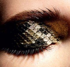 Snakeskin eyeshadow byPatrycja Dobrzeniecka