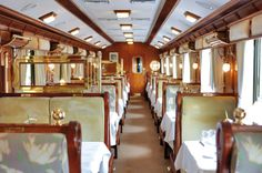 This service has four wagons, two dining wagon.