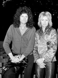 Brian May and Roger Taylor of Queen. Queen Ii, I Am A Queen, Save The Queen, Queen Photos, Queen Pictures, Queen Freddie Mercury, John Deacon, Beatles, Brian Rogers