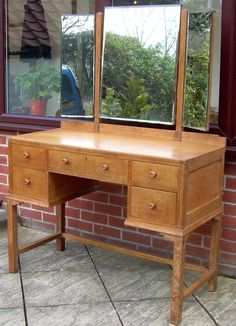 PVintage Dressing Table Manufactured By The English Producer G - Antique oak dressing table