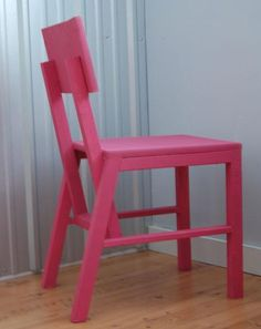 The Harriet Chair is a simple modern chair that is very sturdy and lightweight, yet easy and inexpensive to build. Diy Furniture Plans, Pallet Furniture, Furniture Making, Furniture Design, Kids Wood, Diy Chair, Diy Stool, Room Chairs, Office Chairs