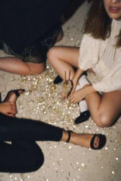 where they go hardcore & there's glitter on the floor - A woman's life - Party