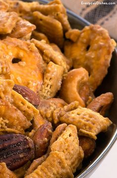 Snack Mix Recipes, Appetizer Recipes, Appetizers, Cooking Recipes, Fudge, Salty Snacks, Yummy Snacks, Pretzel Snacks, Yummy Food