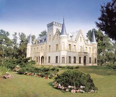 I knew I was royalty.because this beauty-of-a-home is definately a perfect fit for me. French Style Homes, Baroque Architecture, Exotic Places, Medieval Castle, Hotel Spa, Places To Travel, Beautiful Places, Around The Worlds, Mansions