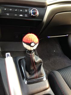 About this Pattern: Pokeball Shift Knob Cover Size: in. in diameter Materials: Red, Black, and White 4 ply acrylic yarn; Crochet Car, Learn To Crochet, Cute Crochet, Crochet Crafts, Yarn Crafts, Crochet Projects, Cute Car Accessories, Crochet Accessories, Small Crochet Gifts