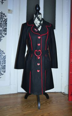 Pussy Deluxe Mantel Filz Wolle Kitty Katze rot schwarz Rockabella Gothic L 40