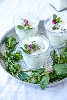 - Dugh – Persisches Nationalgetränk mit selbst gemachtem Joghurt Dugh – Persian national drink with homemade yogurt – Labsalliebe Healthy Smoothies, Healthy Drinks, Turkish Recipes, Ethnic Recipes, Iran Food, Oriental Food, Homemade Yogurt, Yummy Drinks, Fresh Rolls
