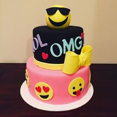 emoji cake - google search Le Emoji, Pirate Ship Cakes, 10 Birthday Cake, Emoji Cake, Fab Cakes, Different Cakes, Awesome Cakes, Childrens Party, Creative Cakes
