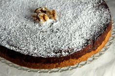 Opskrift - chokoladekage på valnøddebund.